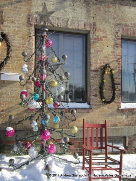 Handmade Christmas tree and wreaths ouside Kiss My Feet Salon in Saugerties NY