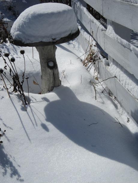Bird bath in a snowy garden, Hudson Valley, NY. Source: HudsonValleyGardens.us