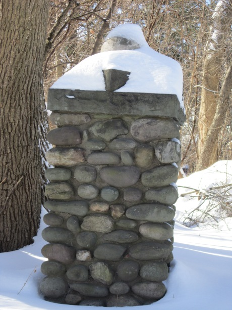 River stone pillar in the garden. Source: HudsonValleyGardens.us