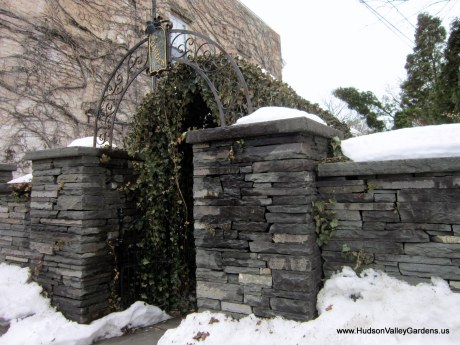 Dry stone garden wall and pillars, from www.HudsonValleyGarden.us