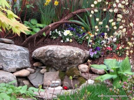 rock sculpture and vines, www.HudsonValleyGardens.us