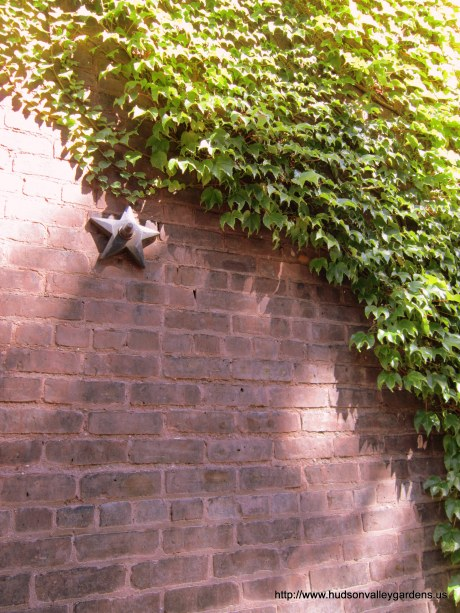 Anchor weight stars in a brick wall