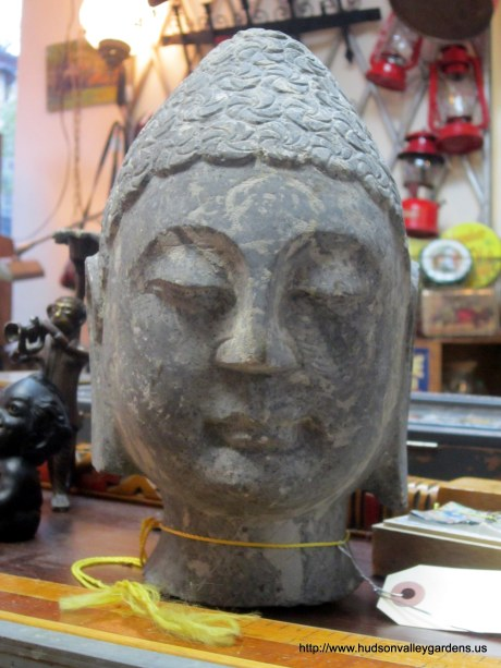 A sculpture of Buddha