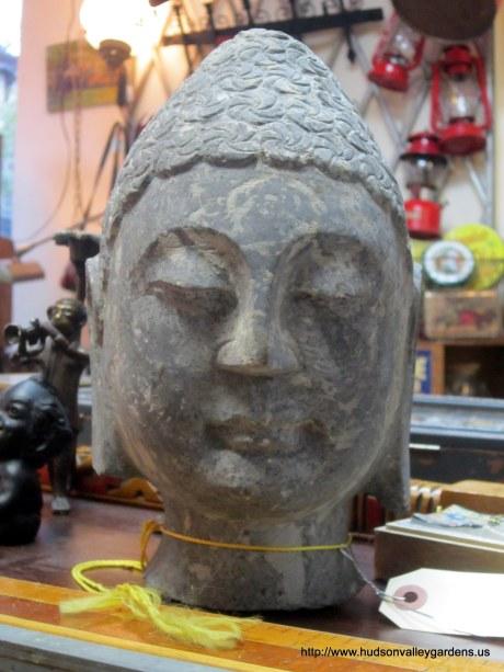 A sculpture of Buddha