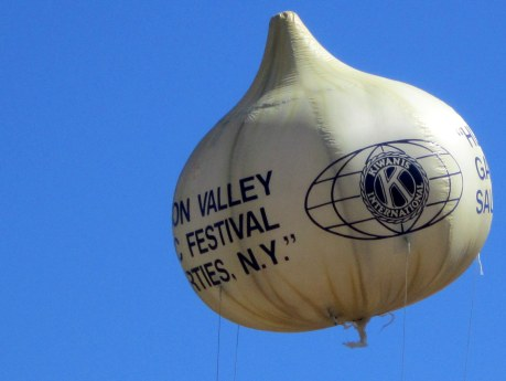 a large garlic-shaped balloon with the Kiwanis Club logo